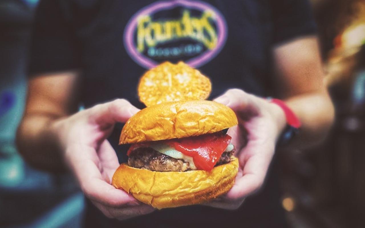 Las Lanzas Burger Bar